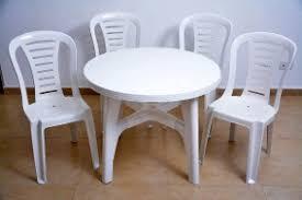 mesa redonda con silla Reina